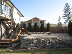 Backyard 365 Trumpeter court / Skyrim Construction